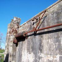 BAYONNE - dispositif de fermeture dun pont-levis., Байонна