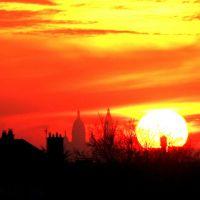 tour eiffel et montmatre au coucher du soleil (vus depuis le bourget), Дранси