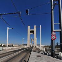 La Recouvrance lift bridge ready for the new tramway, Брест