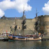 Brest, le Château et lEndeavour ; fêtes 2004, Брест