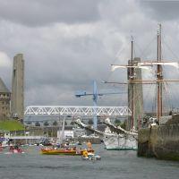 Brest, la tour Tanguy et le pont de Recouvrance ; fêtes 2004 ;, Брест