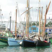 Brest, une darse du port de commerce lors des fêtes 2004, Брест