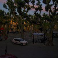 Le soir tombe sur la place de Rousset, Мерибель