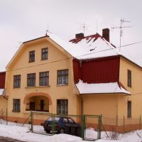 žlutý dům z kolonie Vagónka v únoru 2005, Карвина