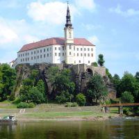 Pohled na zámek Děčín od Labe, Дечин