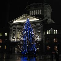 (messi07) Bundesplatz mit Weihnachtsbaum vor Bundeshaus [160°], Кониц