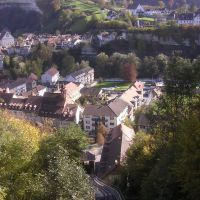 view of the old town of Fribourg with the Funiculaire in the foreground, Фрейбург
