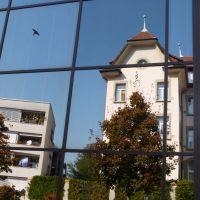 Maison privée dans les reflets du collège Sainte-Croix, Фрейбург