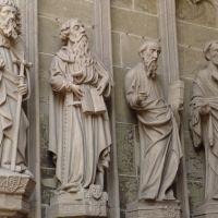 Figuren im Eingangsportal von St. Nikolaus 2, Фрейбург