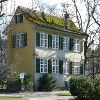 Winterthur, Schönes Barockhäuschen / Beautiful Baroque Maisonette {Im Stadtpark / In the City Park}, Винтертур