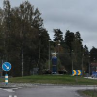 S - Malmköping, B55 Kreisverkehr mit Skulptur, Еребру