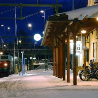 Railway station Lulea at the night, Лулеа
