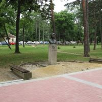 Kragujevac, Veliki Park, spomenik Nada Naumović 1922-1941, Крагуевач