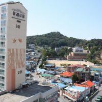 Near the Kunsan girls highschool, Кунсан