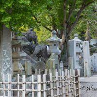 Monument, Оказаки