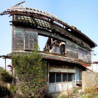 坂出港の廃屋, Сакаиде