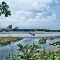 相模川を渡るダンプ, Ацуги