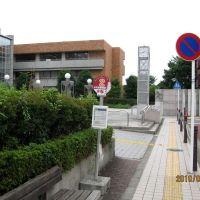 中央図書館バス停, Ацуги