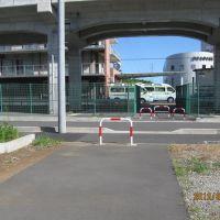 海老名総合病院敷地でいったん途切れる横須賀水道道, Ацуги