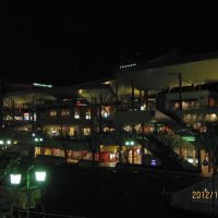 夜のビナウォーク, Ацуги
