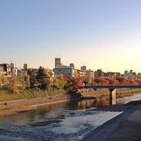 Kyoto of autumn seen from Shijyo-Ohashi bridge  四条大橋から見た秋の京都, Уйи
