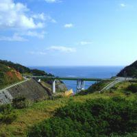 東村の東の貯蔵所の余水路. Spillway of reservoir east of Higashi Village, Кесеннума
