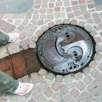 Smiling manhole, Митака