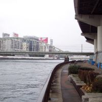 Homeless shelters along the Sumida River, Токио