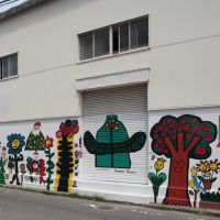 路地裏のウォールアート1, Ногата