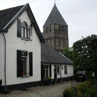 Huisje bij de kerk (okt. 2011), Реден