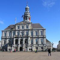 Maastricht - Stadhuis  en  marktplein., Маастрихт