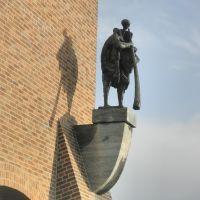 Kunst op de Stadhuis toren  , Midwinterhoorn blazer , Jan van Eyl , en Marie Eitink , Midwinterhornblower , cityhall, Хенгело