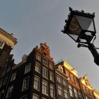 De lantaarns gaan bijna aan.....Singel, Amsterdam, Nederland, Амстердам