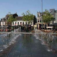 Vele fonteinen op het Piusplein in Tilburg, Тилбург