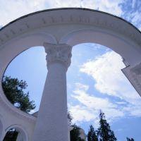 Пропилеи Ботанического сада, Гали