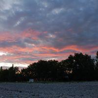 Закат на пляже, Гудаута