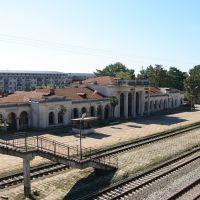разрушенный вокзал Гудауты с акведука, Гудаута