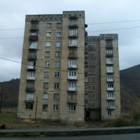 Last living block on the southern end of Tkibuli, Ткибули