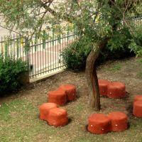חצר התיכון האזורי פסל סביבתי, Гэдера