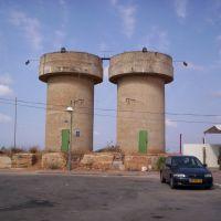 """מגדלי המים של בני עי""""ש, Гэдера"""