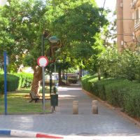пешеходный проулок между улицами, Натания
