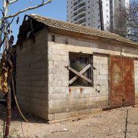 Abandoned House, Од-а Шарон