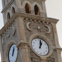 גם שעון עומד צודק פעמיים ביממה, Акко (порт)