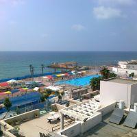 נוף לים ולבריכה, Нагария