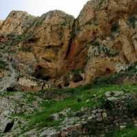The fortress and caves on the cliff of Mt. ARBEL - המבצר והמערות במצוק הר ארבל, Мигдаль аЭмек