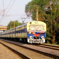 Dongargarh-Raipur MEMU departs from Bhilai Power House, Бхилаи