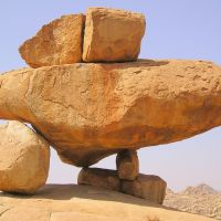 Balancing boulders, Давангер
