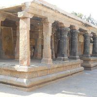 Black columns in the Kolaramma temple., Колар Голд Филдс