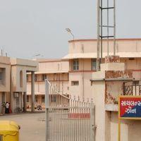 DPAK MALHOTRA, entrance Shri Gandhi Samark Hospital, Surendernagar, गुजरात भारत Gujarat Bharat ગુજરાત ભારત દેશનું, Райкот