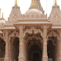DPAK MALHOTRA, Pravesh Dwar Sri Swminarayan Mandir, Jawahar Road, Surendernagar, गुजरात भारत Gujarat Bharat ગુજરાત ભારત દેશનું, Сурендранагар